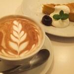 12883102 - カフェラテとかぼちゃのケーキ