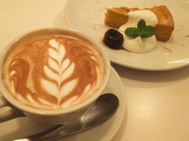 CAFE STRADA - カフェラテとかぼちゃのケーキ