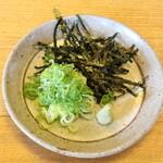 美登利 - 薬味は、のり山葵と九条ねぎ。