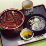 美登利 - うなぎ丼(松)と、きも吸のセットです。