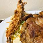 洋食レストラン ロッキー - 海老の頭が焦げているのは味噌が洩れたからかな?