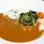 Restaurant Garden - 地下1階レストラン: 平日ランチセット「半熟卵とほうれん草のカレー」