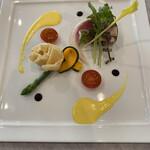 アジアナ - 料理写真:グリーンアスパラガスとジャンボンペルシェ・サラダクリュディテ、ソースサフラネとバルサミコのグラス
