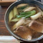 手打ち蕎麦 夢屋 - 鴨南蛮¥1080 おねぎたっぷり。鴨は肉厚で、食べ応え◎麺は細め。味は◎