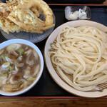 田舎打ち 麺蔵 - 肉汁うどん並み 700円 天ぷら3点盛り 300円