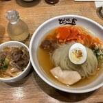 ぴょんぴょん舎 Te-su - 冷麺+ミニプルコギ丼(1480円)+麺大盛(200円)