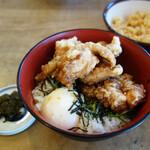 しん田 - 唐揚げ親子丼850円。