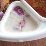 東西香味咖喱商会 - ライタには大き目に切ったたまねぎ
