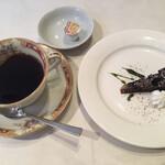 128877563 - ランチのドルチェとコーヒーです
