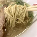 太宰府 八ちゃんラーメン - 麺は細麺でこれまたスタンダード♪