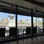 Green Cafe 川の駅 - 店内からの眺め
