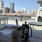 Green Cafe 川の駅 - 川と桜が見えます