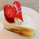 128885067 - 苺のショートケーキ