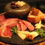 タビ式 - 生ハムとサラミ、チーズ
