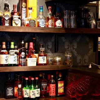 ウイスキー好き必見!30種類以上の厳選ウイスキーが並ぶ空間。