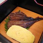 海香亭 - あしやみりんと玉子焼き。あしやみりんは、芦屋産いわしのみりん干しです。