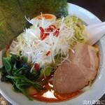 横浜とんこつらぁめん志 - 料理写真:ドラゴンらぁめん(辛さ4) + もやキャベ