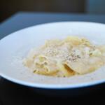 トリカフェ - 手打ちパッパルデッレ 4種類チーズのクリームソース クアトロフォルマッジ☆