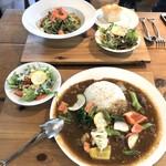 奈良食堂 - 野菜たっぷり欧風カレーランチと本日の奈良パスタ(この日はジェノベーゼ)