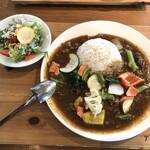 奈良食堂 - サラダバイキングはお休みなので、お代わり可能なミニサラダがついてます