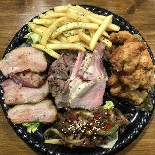 テイクアウトも充実!味も量も大満足な肉料理を破格でご提供!