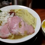 頑固麺 - 限定 強ニボ鶏白湯 900円
