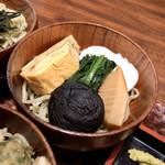 そば処 名古屋 - 筍・ほうれん草・椎茸・玉子焼・蒲鉾