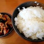 ラーメンひふみ - 定食のライスとキムチ