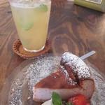 ニムカフェ - いちごのベイクドチーズケーキ!