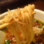 香来 - ノーマルのラーメンと同じ中細ストレート麺