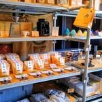 フラット ホワイト コーヒー ファクトリー - 珈琲豆やカップも販売