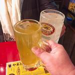 128955876 - 緑茶割りとレモンサワー各380円