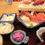 12896229 - 海幸定食1900円 これに煮魚もついてきます
