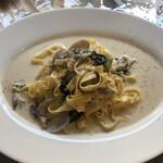 オステリア ジャップス - アサリとゆき菜の花のクリームパスタ