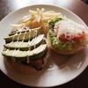 トレモロ - 料理写真:一押し!アボカドベーコンチーズバーガーはンーマイです!