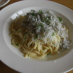 オステリア - しらすとペコリーノチーズのガーリックオイル スパゲティー