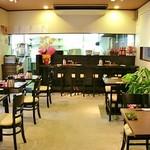 舞鶴麺飯店 - 清潔感があって良い雰囲気です