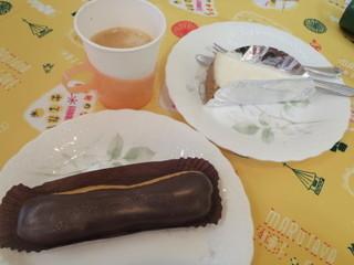 まるたや 佐鳴台店 - タダの珈琲とエクレア\231-、チーズケーキ\473-