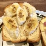 江古田珈琲焙煎所 - チーズ&ベーコントースト、バナナのせシナモンシュガートースト
