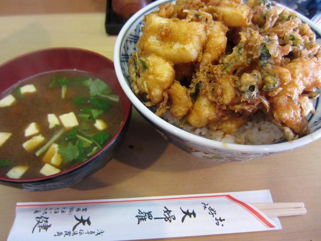天健 - かきあげ丼 と 味噌汁