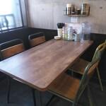 Ramen611 - テーブル席