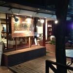 霞舫飯店 - 創業1980年との看板