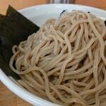 麺 大仏 - 褐色の自家製麺が食欲をそそる。