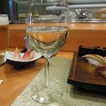 東鮨 新店 - ランチワイン300円(税込)