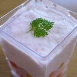 LA MAISON DU NOMURA - スモークサーモンのムース 野菜のピクルス カクテル仕立て