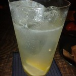 BACCHUS BASSIN - レモン風味のカクテル・・これも後口がよく美味しい。