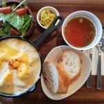 薪まきカフェ - 料理写真:食後にコーヒーor紅茶付いて1,100円のシュクメルリ定食