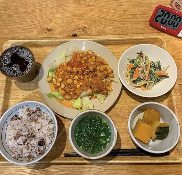 食堂 タニタ