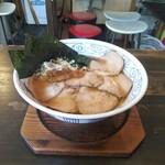 らーめんと餃子のカエル家 - 料理写真:中華そば(600円)+チャーシュー(250円)