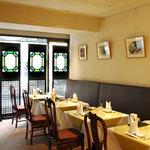 菜香新館 - 落ち着いた雰囲気の2階席。デート、観光、出張など、お気軽にご利用ください